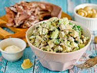 Рецепта Руска салата от варен телешки или свински език, краставица и заквасена сметана